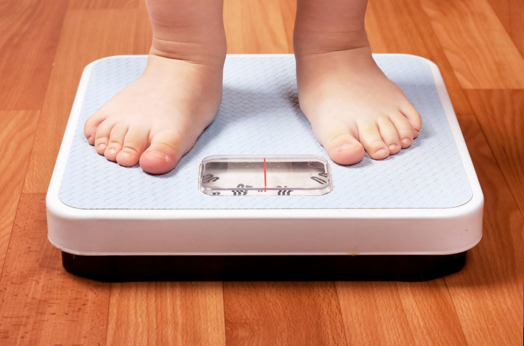 Первые признаки детского ожирения до 1 года жизни