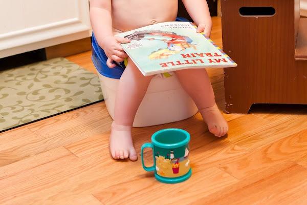 Как научить ребенка не пачкать пеленки