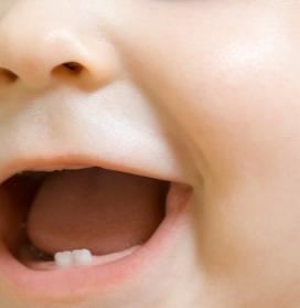 Здоровье малыша: как правильно ухаживать за зубками?